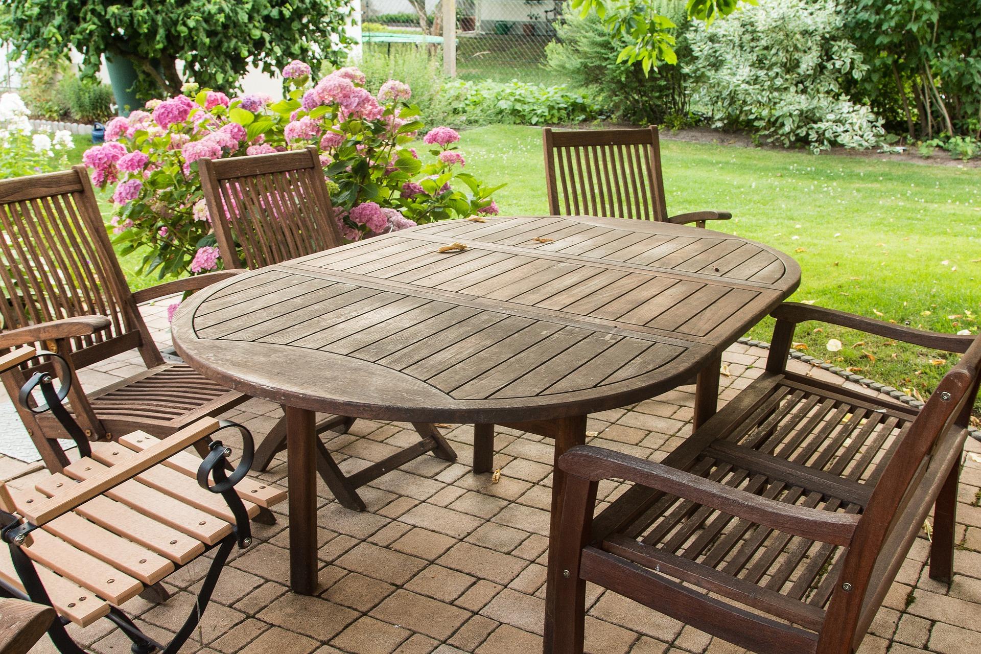 Scegliere i tavoli da giardino