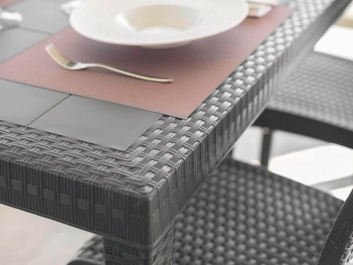 Tavolo quadrato allungabile: la scelta pratica e salvaspazio