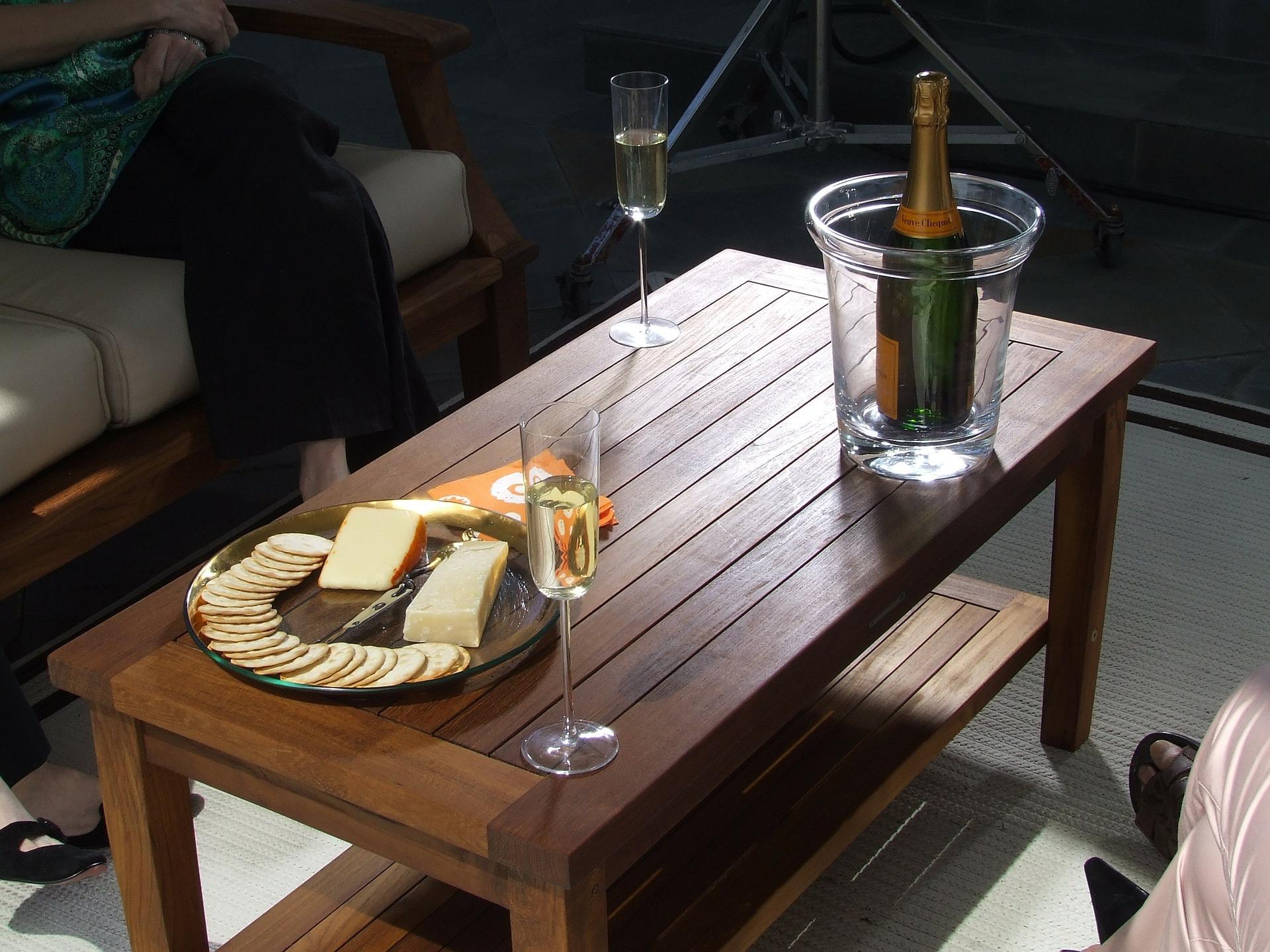 Il tavolo teak: robusto per i vostri pranzi in giardino